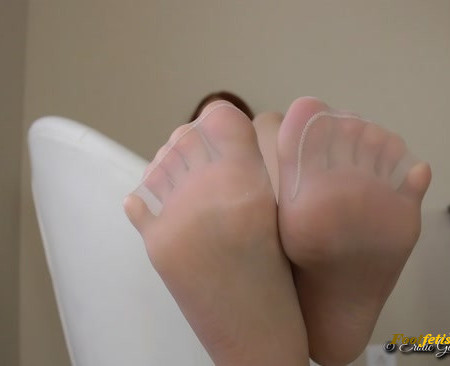 Goddess Christina - Sensual Pantyhose Leg Crossing Shoe Dangling Feet Toes Feet