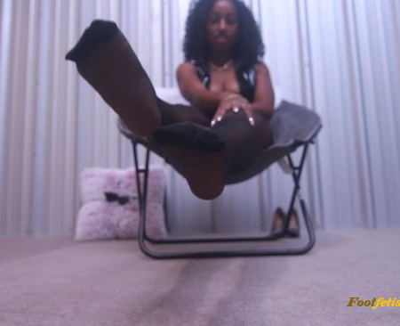 Ebony Empress Jess – Slave to my feet in nylons