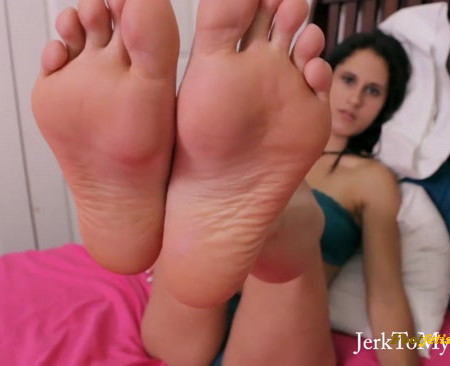 Jerk To My Feet - Akira Wants to See What You've Got
