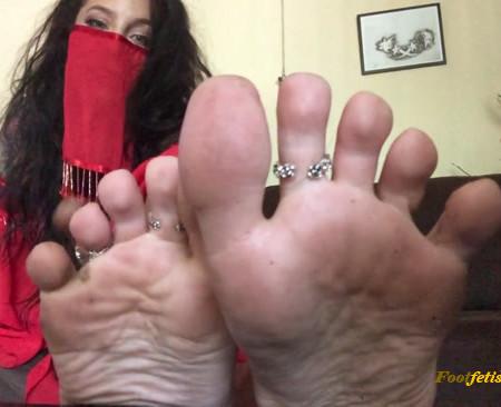 Giantess Genie - Stinky Feet Torture