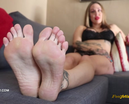 Lindsey Leigh - Sassy Aunt Foot Worship and Joi