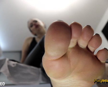 Misha Goldy - Quick Cumming to My Feet while Unlocked