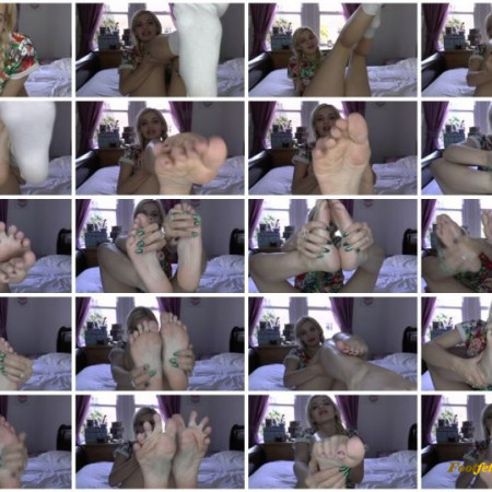 Bad Dolly – Little Sister Foot Fetish Tease