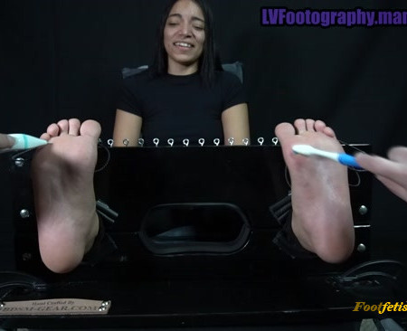 LVFootography – Spark Eli Debut Tickles