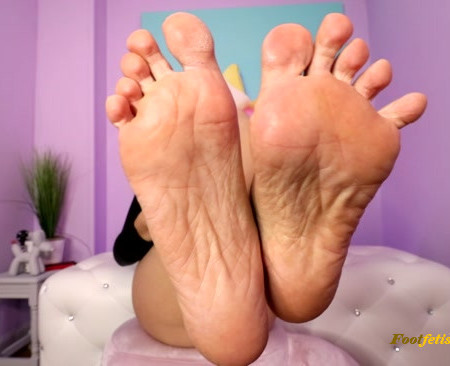 Kitzi Klown – BOK BOK Foot JOI