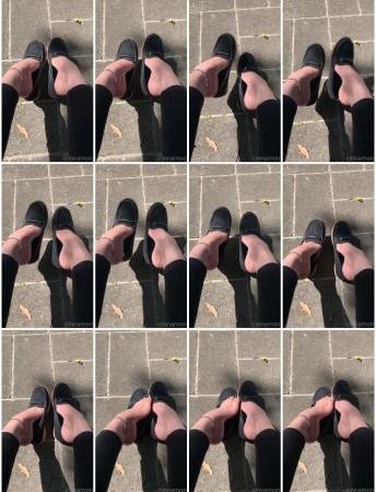 cinnamonfeet2 - teasing with my feet in public