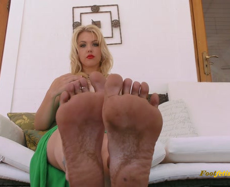 Young Goddess Kim - Divine Dirty Feet