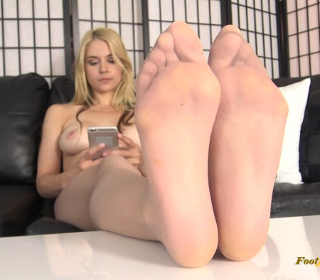 The Foot Fantasy - Sarah Vandella - Pantyhose Soles Ignore