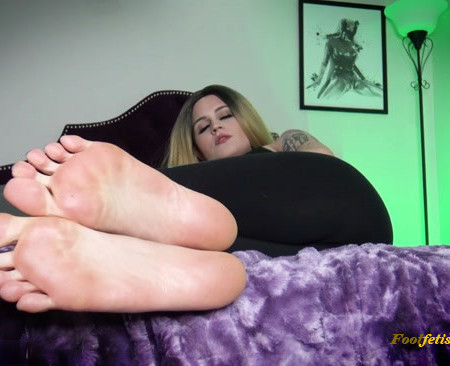 Raquel Roper - You'd Do Anything For My Feet