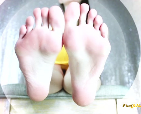 Empress Mika - Deeply Mesmerized by My Feet (Premium User Requests)