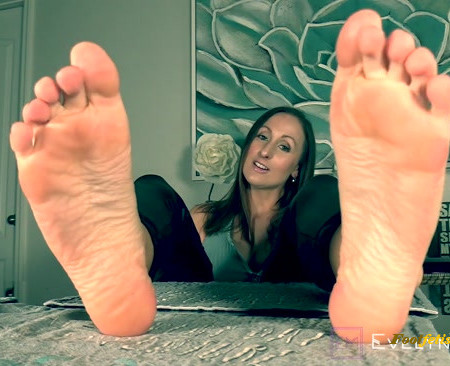 Evelyn Milano - Jerk Zombie For Evelyns Feet (Premium User Requests)