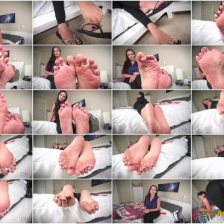 Ashlynn Taylor - Rewarding Boyfriend POV Dangling Smelly Wrinkled Soles Foot