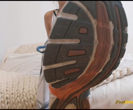 Goddess Natalie – Worship my dirty sports shoes