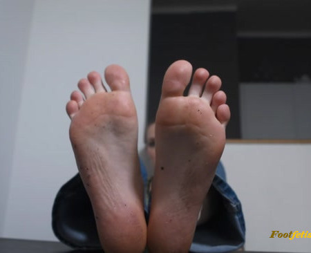 Czech Soles – Crushed under giantess goddess's BIG feet