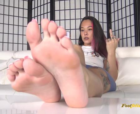 Meiko Jane - BAREFOOT SOLES IGNORE