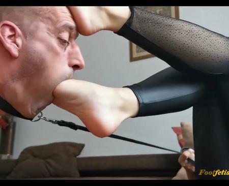 Goddess Lena - Foot servant - worship my feet