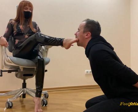 Petite Princesses FemDom - Goddess Kira - Submissive Guy Kneels in Front