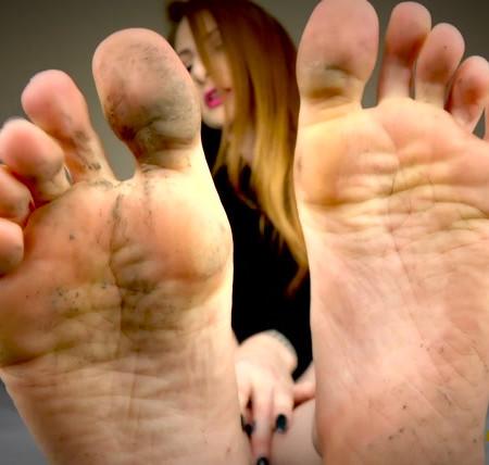 Goddess Olivia Rose - Weak For Dirty Feet