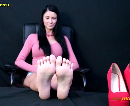 Random Sole Encounters – Sarah's Sole Show and Close-Up Tickling (Double FEETure)