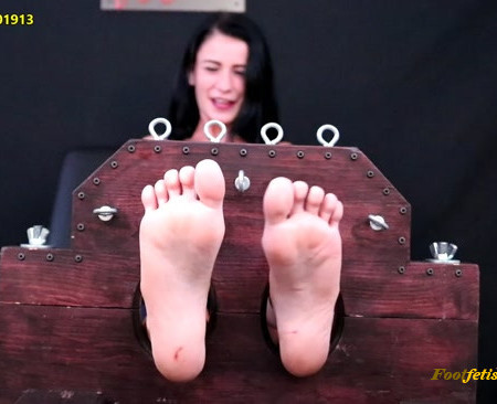 Random Sole Encounters – PRIVATE STASH Test Shoot Turns To Tickle Torture!