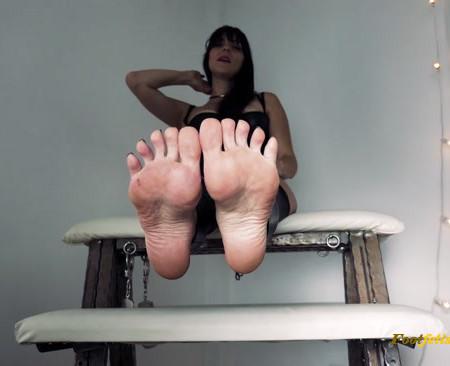 Stella Liberty - Mesmerizing Foot Slave Training