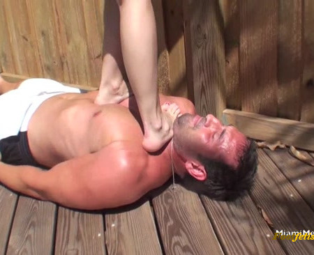 The Mean Girls – Chipped Polish – YOUNG Novice Trampler At A BBQ