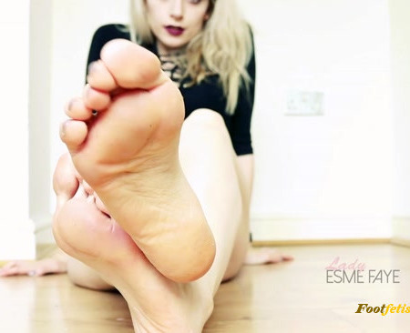 Lady Esme Faye - Popper Foot Worship: Sniff and Jerk