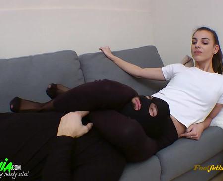 Foot Goddess Mia – Squeezing my slut hard – Part 1