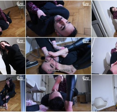 Czech Soles – Burgler gets caught and punished by two young foot girls