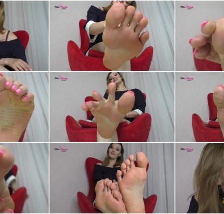 Honey Barefeet – Momm's Giant Feet