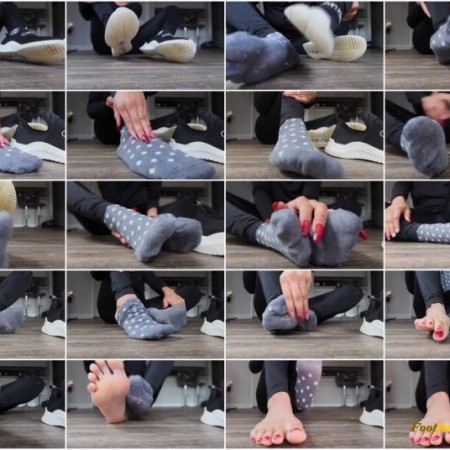 Mistress Mary Jan - sweaty socks and dirty sneakers