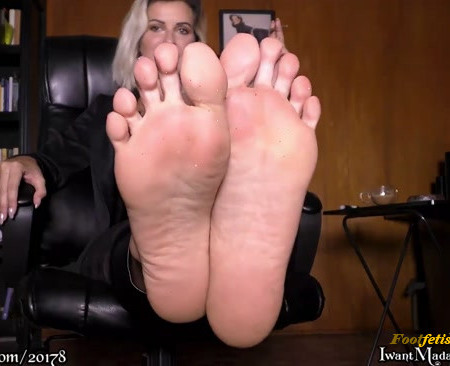 Office Bitch: Smelly Feet Treat