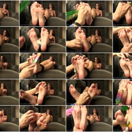 Ginary Tickle Adventures – Dava Foxx's Bare Feet Tickled