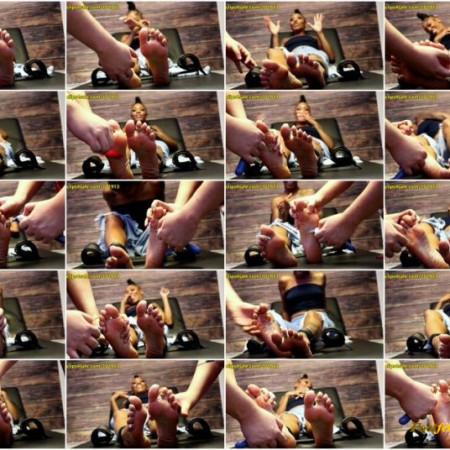 Random Sole Encounters – Mariah's First Foot Tickle