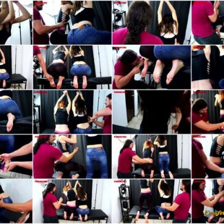 Perverstage – 2 barefoot and ticklish girls
