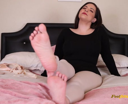 Chloe Manson - Massage My Sweaty Ballet Feet