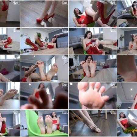 Czech Soles - New teen model Foxy and her high heels teasing