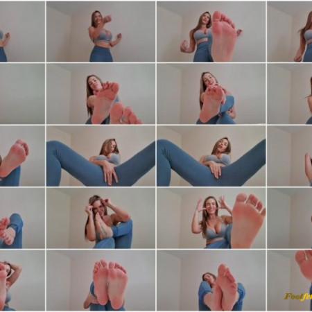 Miss Tiff – Flirty Feet Tease