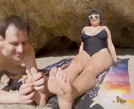 Mistress Veronica Vixen - Brutal Beach Day