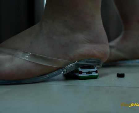 Czech Soles – Giant girl crushing cars like there were toys