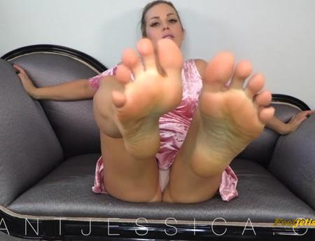 Goddess Jessica – Foot Pic Worship Session