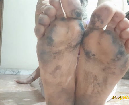 Vicky Vera – Lick those dirty, filthy feet