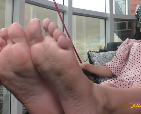 LYDIA - Relax my feet while I rest - Foot worship on the balcony