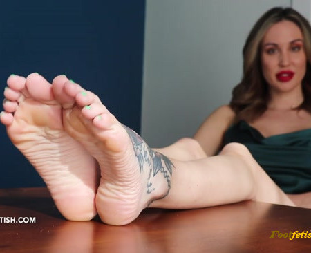 Lindsey Leigh - Foot Therapy Session Part 2 (Premium User Requests)