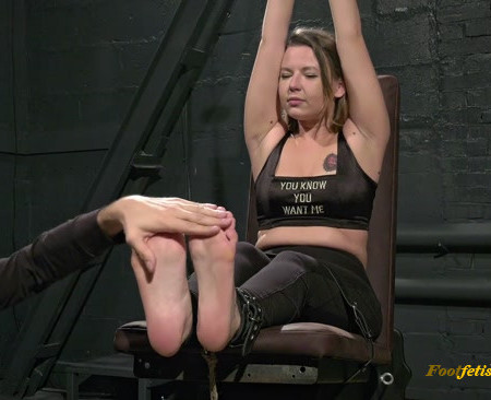 Russian Fetish – Various tickling for Eva's feet in two poses