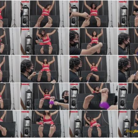 Perverstage – Giovanna Sweaty and Ticklish Feet