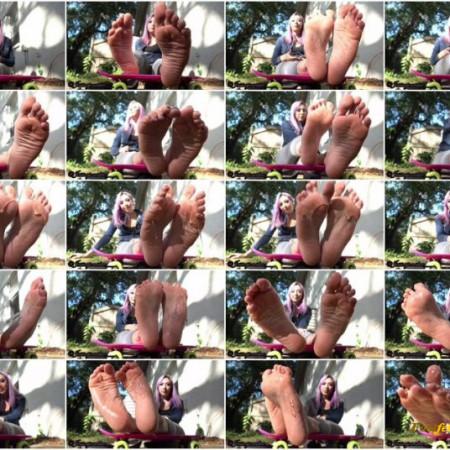 JessicaJonesbae – Goddess Jessica's Feet outdoors