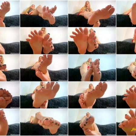 MissVenom5 - A Slave To Hot Pumping Summer Feet