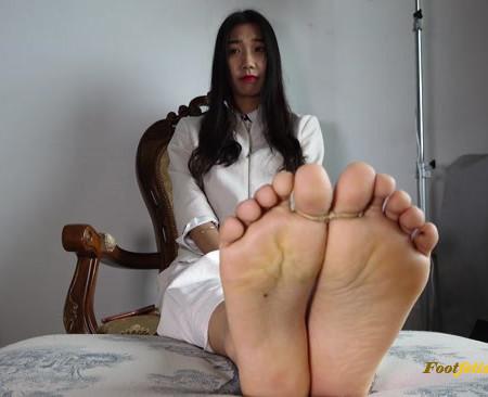 Asian Fetish Club – Asian Vietnamese model Sunyun's TK sockfoot and barefoot