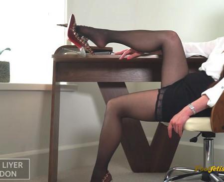 Maya Liyer – Mesmerizing Stockings Therapist-Fantasy